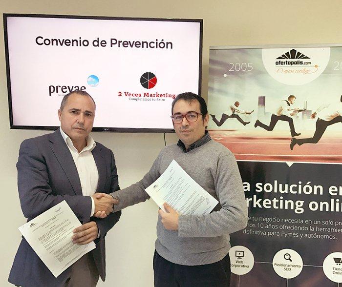 """Firma del Convenio en Prevención con """"PREVAE""""."""