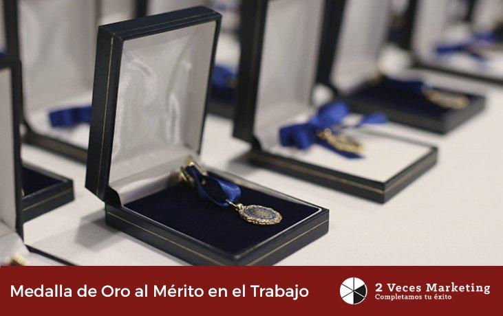 Medalla de oro al merito en el trabajo 2vm